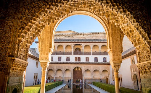 Small Group Tour to Alhambra, Generalife and Alcazaba + Nasrid Palaces