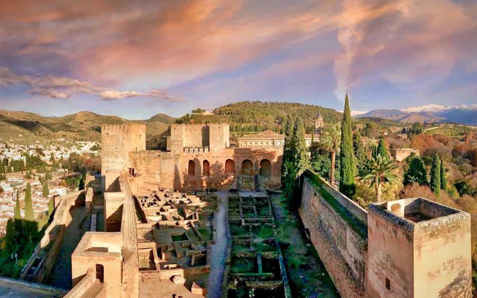 Skip the Line: Alhambra, Albaicin and Nasrid Palaces Tour