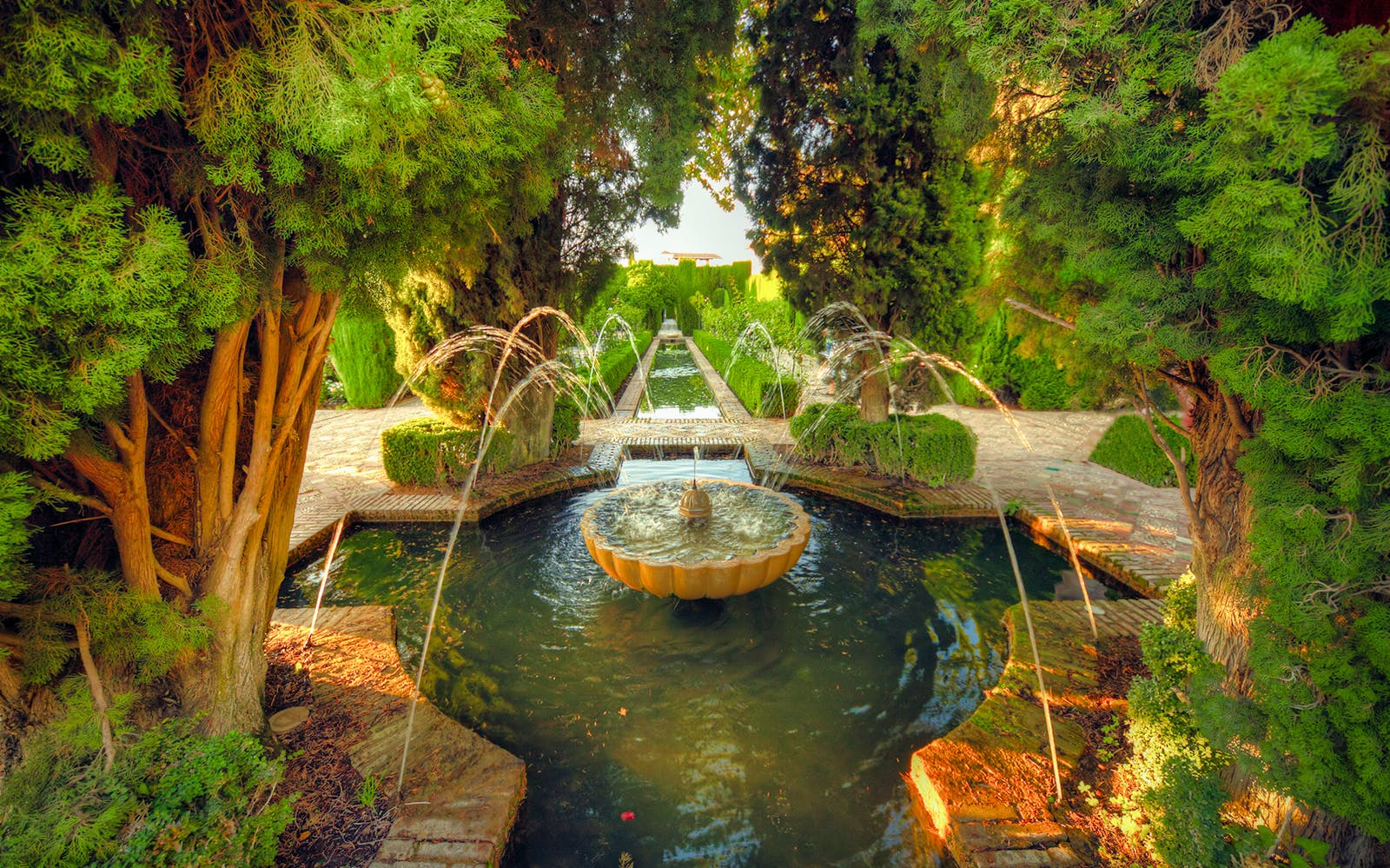 skip the line: alhambra, generalife, alcazaba, nasrid palaces with audioguide-2