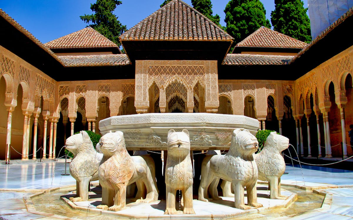 skip the line: alhambra, generalife, alcazaba, nasrid palaces with audioguide-3