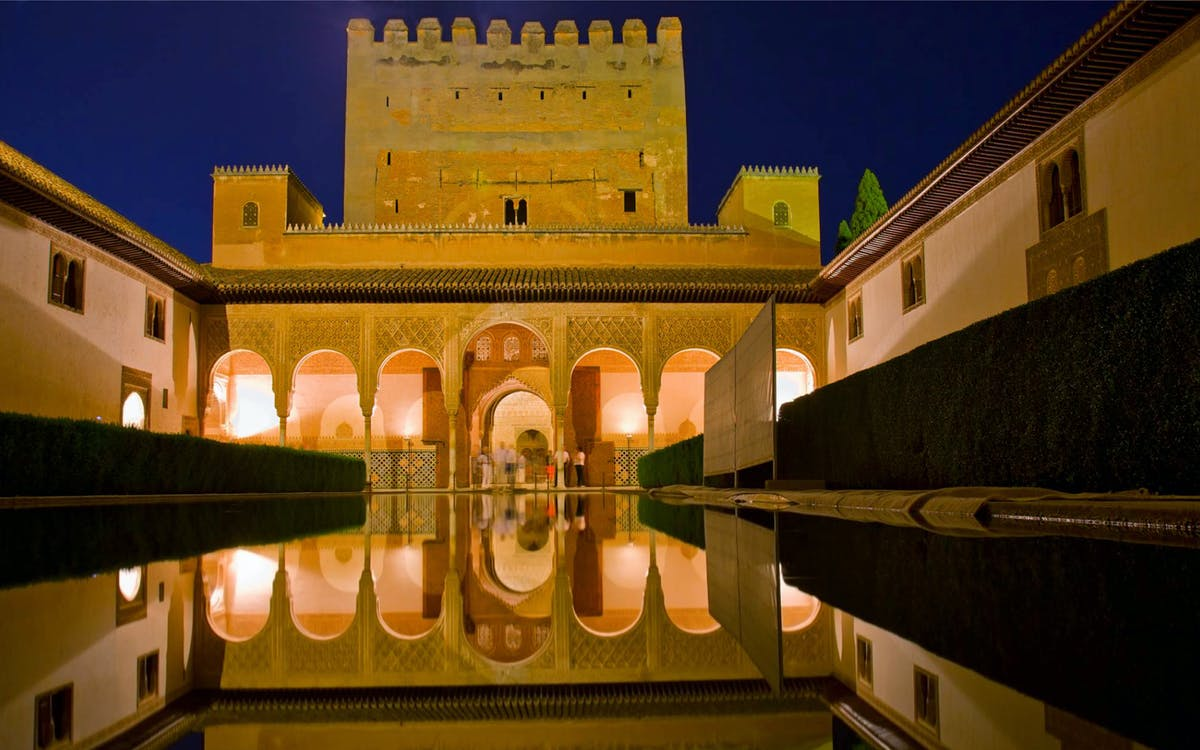 private tour: alhambra, generalife, alcazaba + nasrid palaces-5
