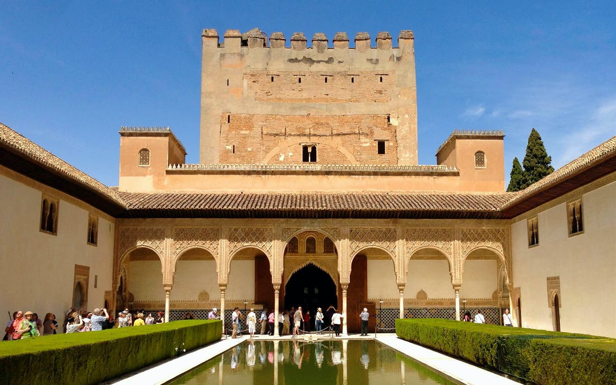 private tour: alhambra, generalife, alcazaba + nasrid palaces-3