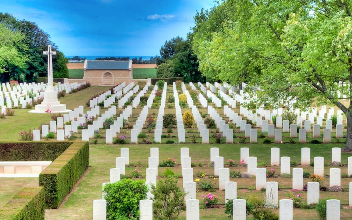 normandy d-day tour from paris with juno beach and canadian cementery -1