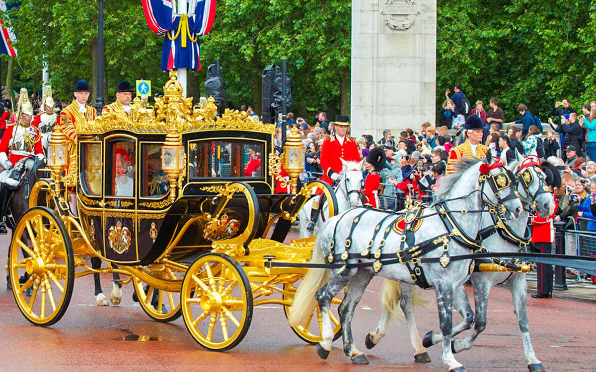the royal mews at buckingham palace entrance ticket-1