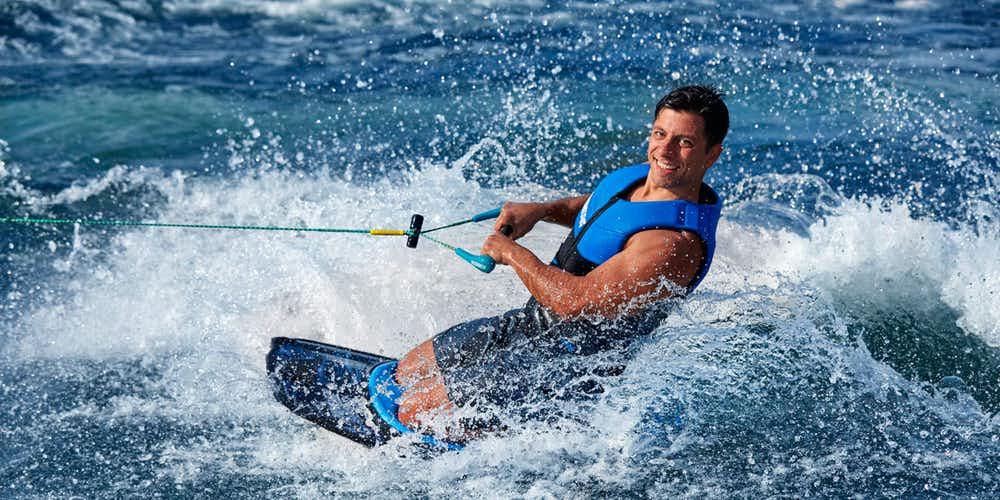 Water sports in Dubai - Kneeboarding
