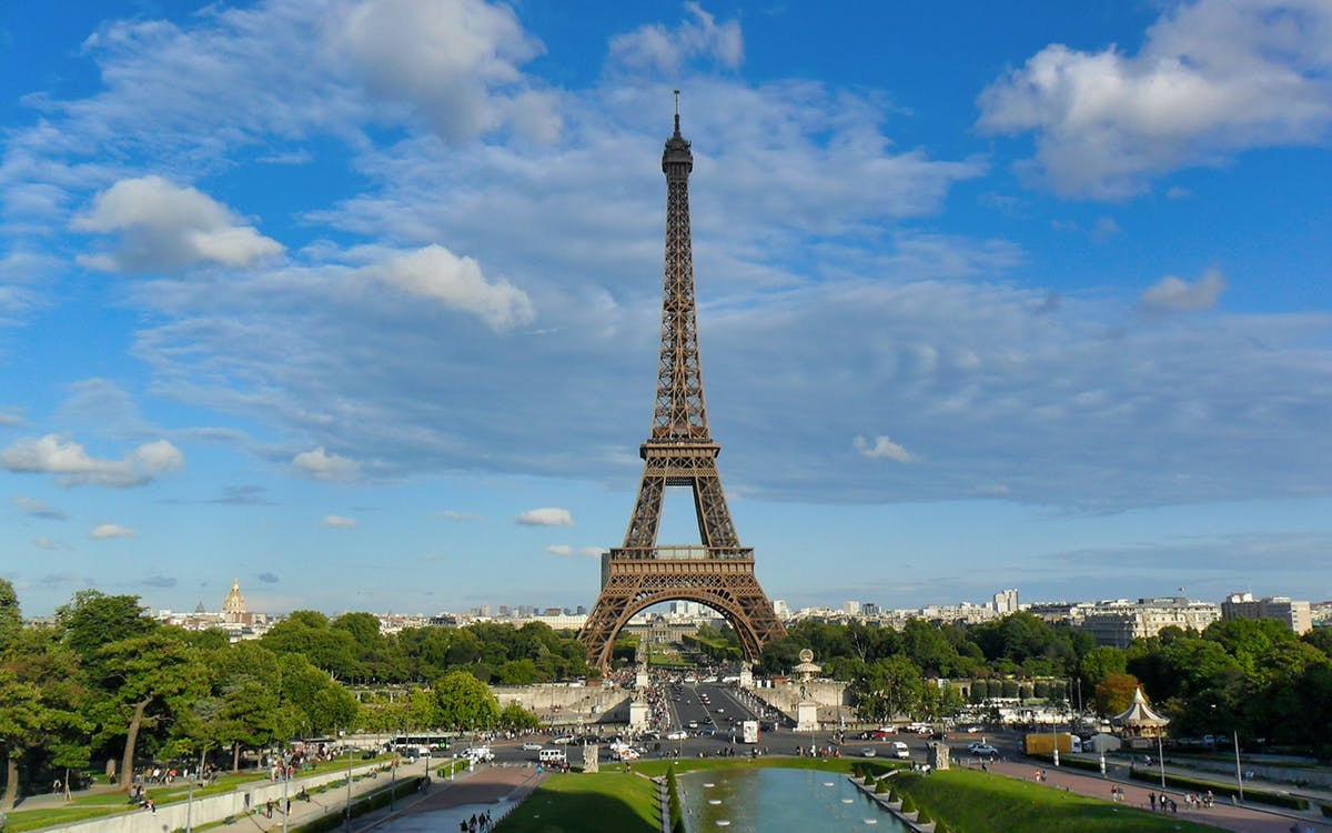 eiffel tower lunch: skip the line 2nd floor ticket & audioguide with optional su-1
