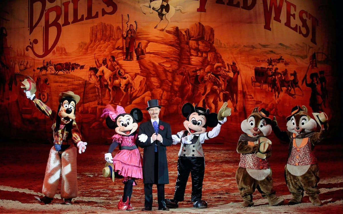buffalo bill's wild west dinner show at disneyland paris-1