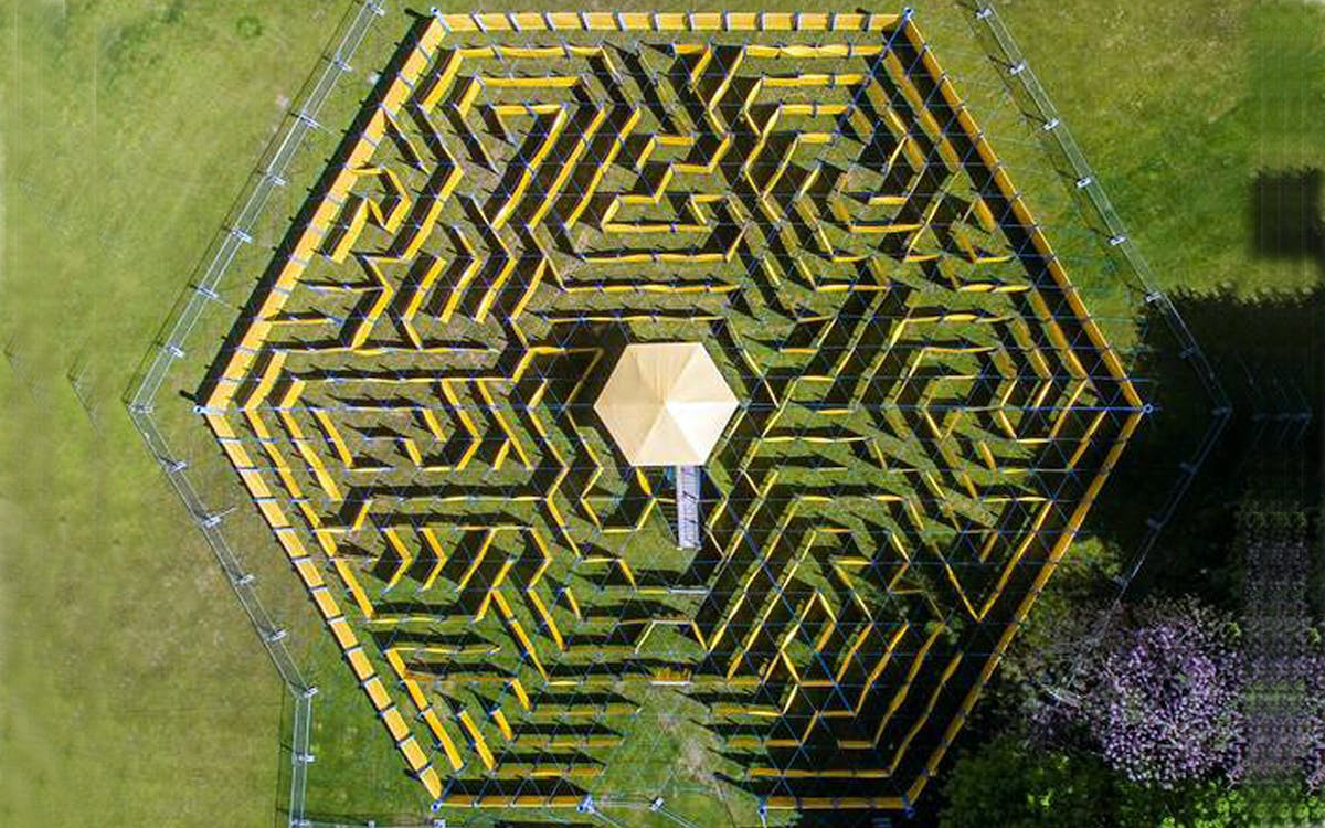 the wonder maze – the world's largest mobile maze-1