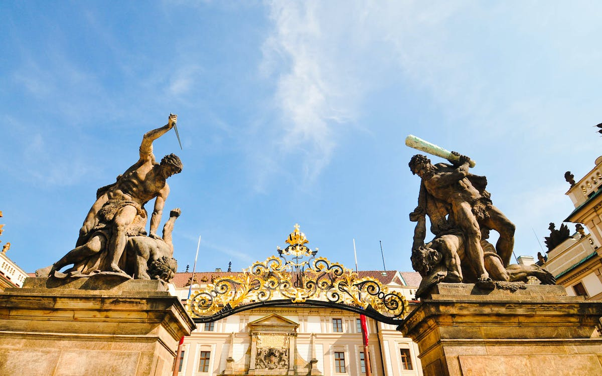 skip the line combo: prague castle, national museum & astronomical clock -1