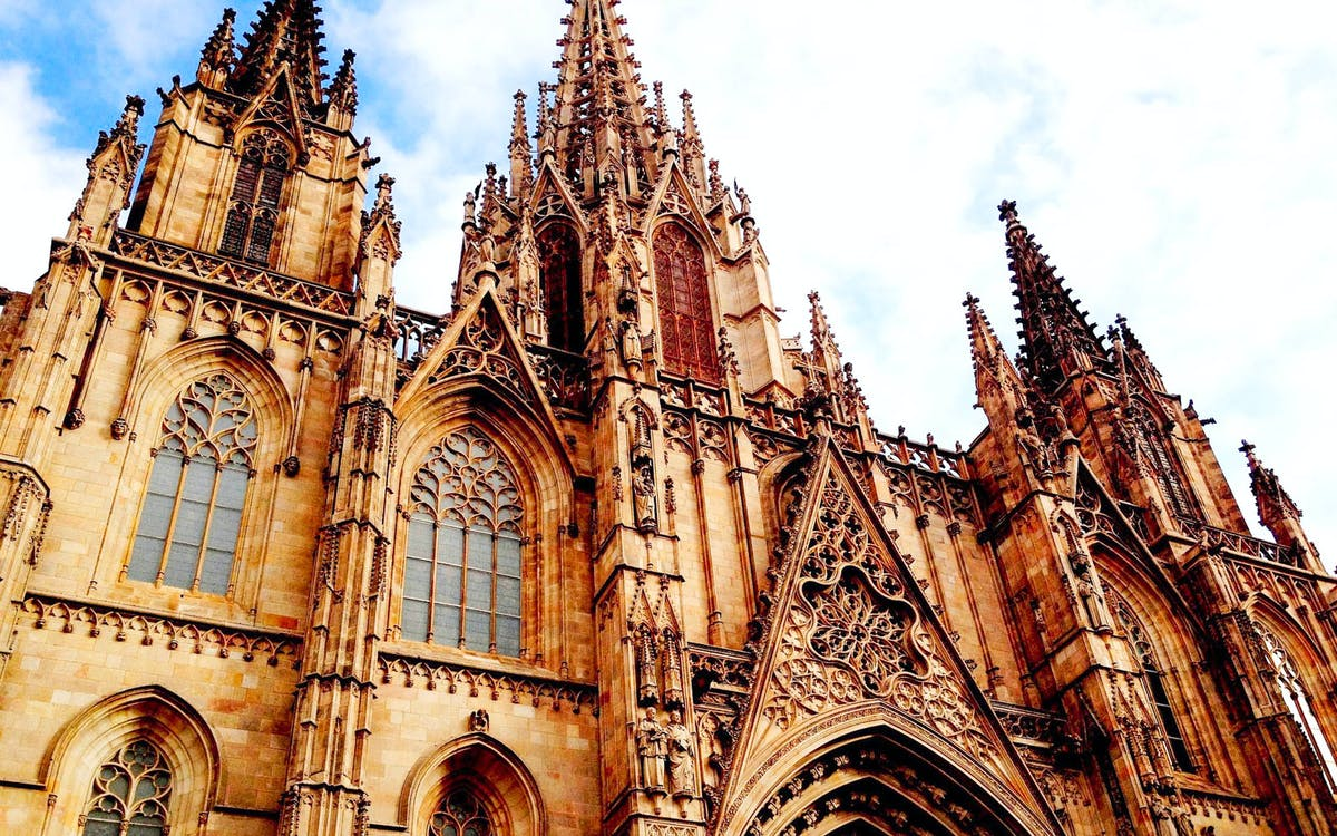 skip the line: cathedral of barcelona & gothic quarter + vr experience-1
