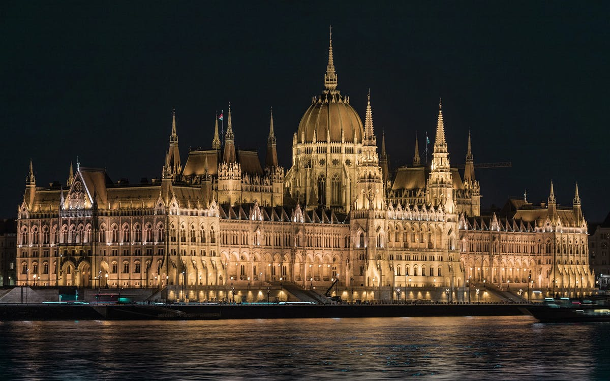 hungarian parliament guided tour with hotel pick up-1