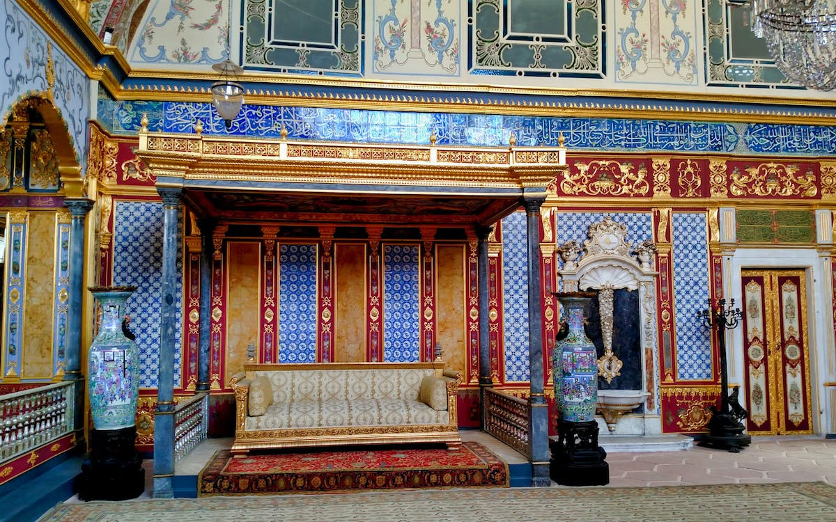small group guided tour of topkapi palace and harem-0