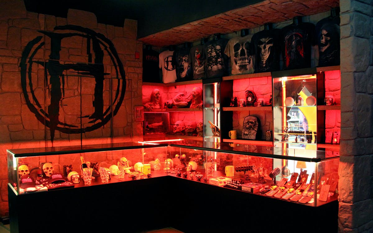 hysteria haunted attraction dubai mall-0