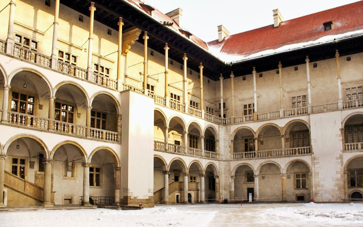 wawel castle & cathedral guided tour-0