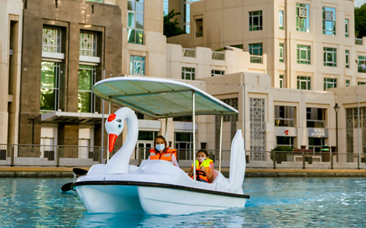 dubai fountain- electric swan boats-1