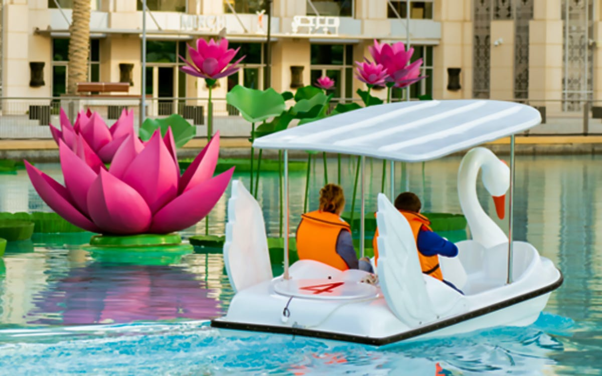 dubai fountain - swan boats with pedal-1