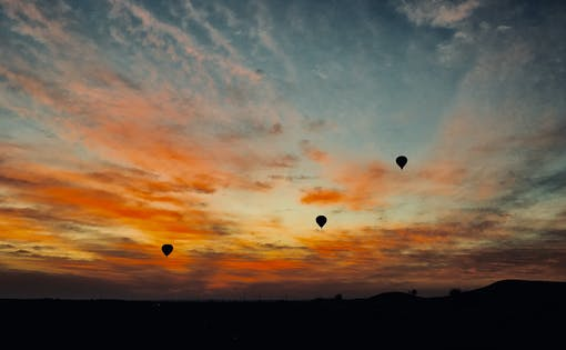 Dubai at Dawn: Hot Air Balloon Ride with Breakfast