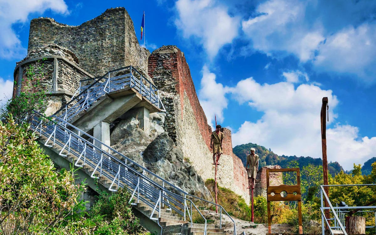 the real dracula tour with visit to poienari fortress and targoviste-0