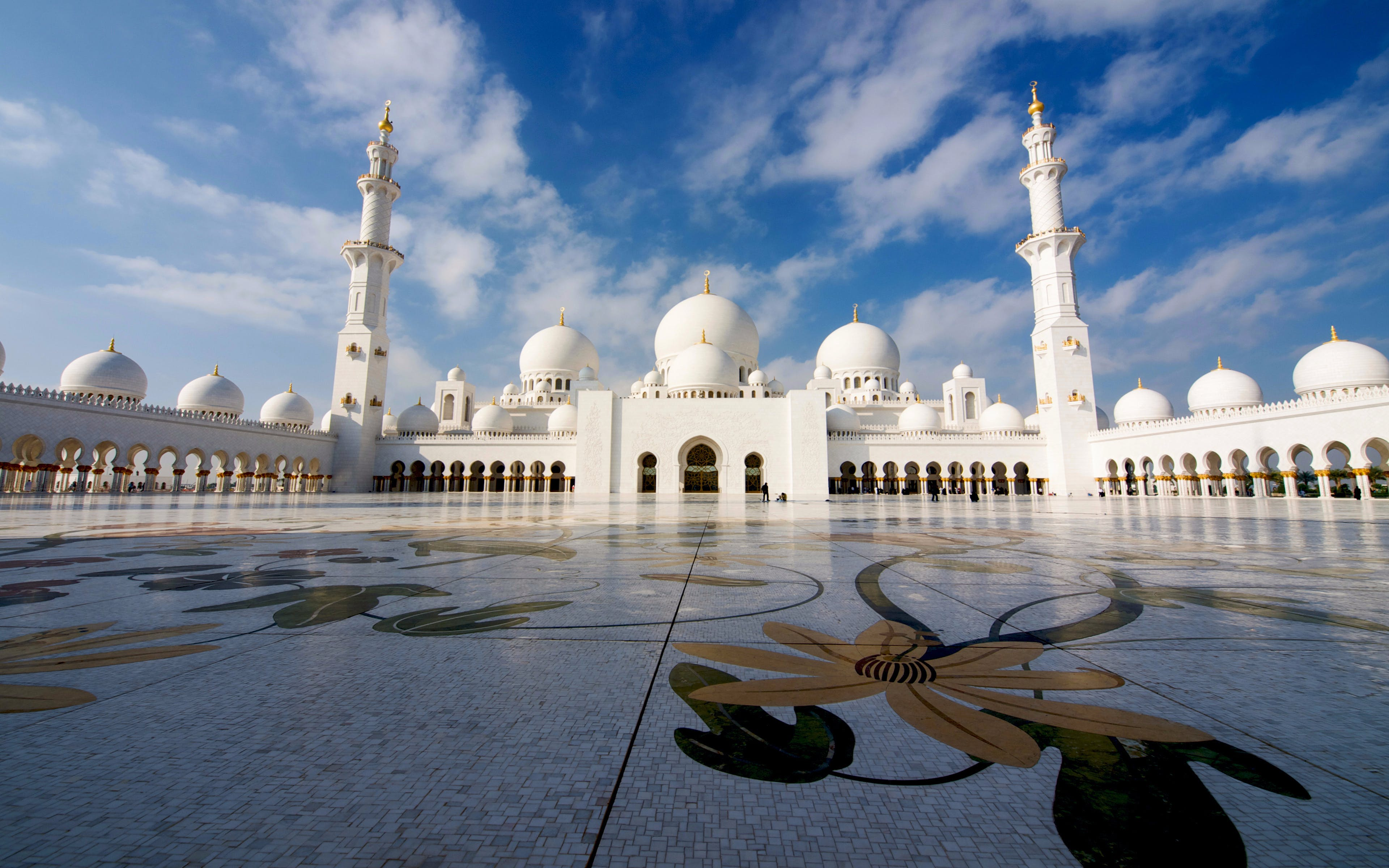 sheikh zayed mosque and abu dhabi city guided tour-1