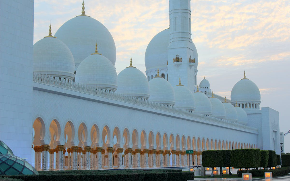 sheikh zayed mosque and abu dhabi city guided tour-3