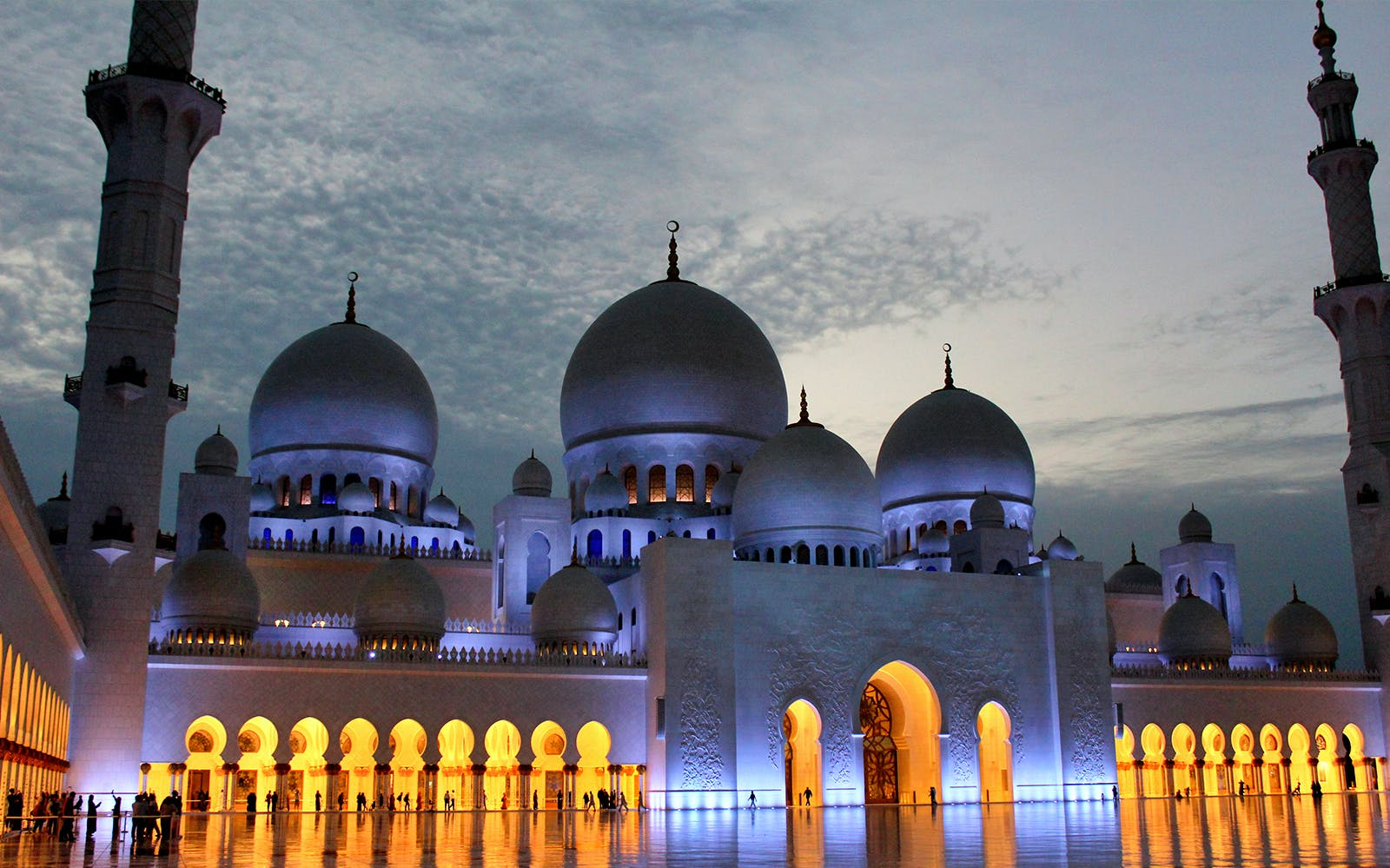 Sheikh Zayed Mosque and Abu Dhabi City Guided Tour