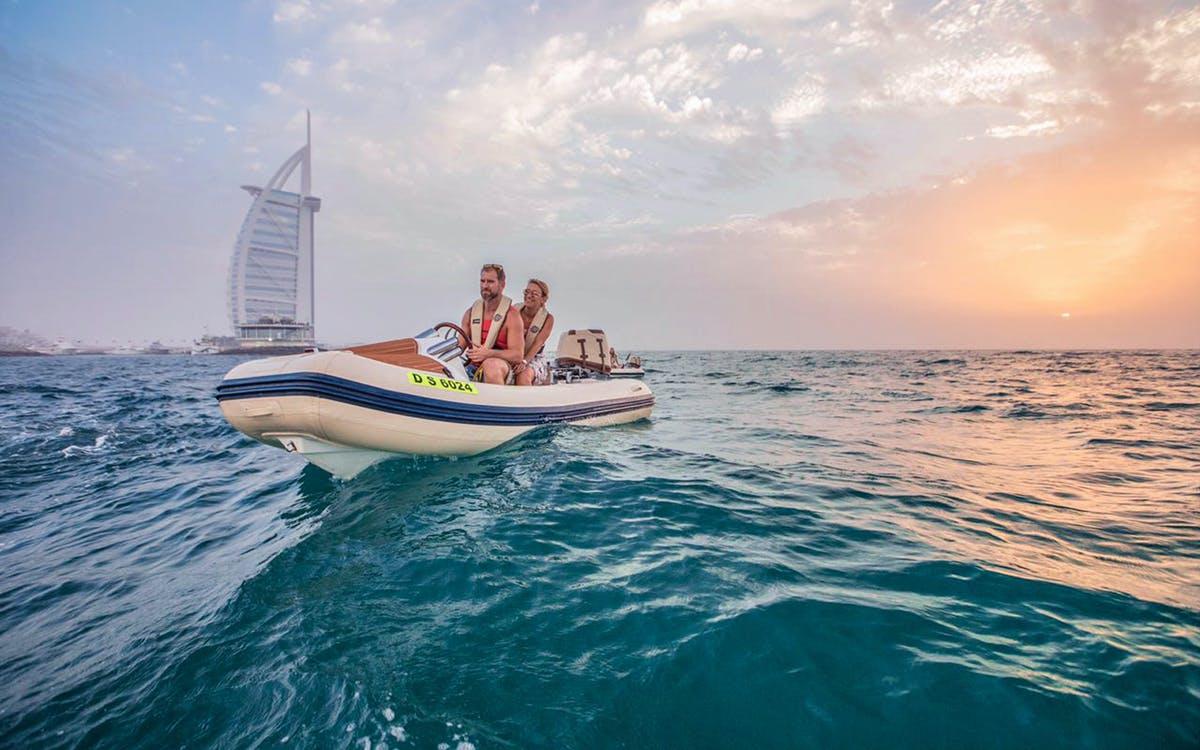 hero signature self-drive boat tours-1