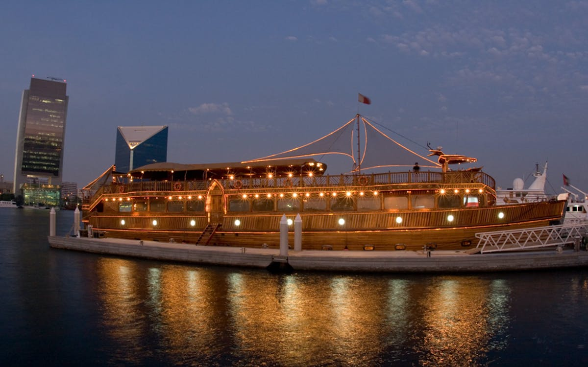 luxury dhow dinner cruise with live entertainment in dubai creek-1