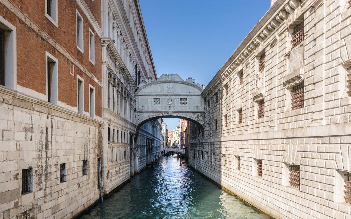 a venetian experience: guided walking tour-1