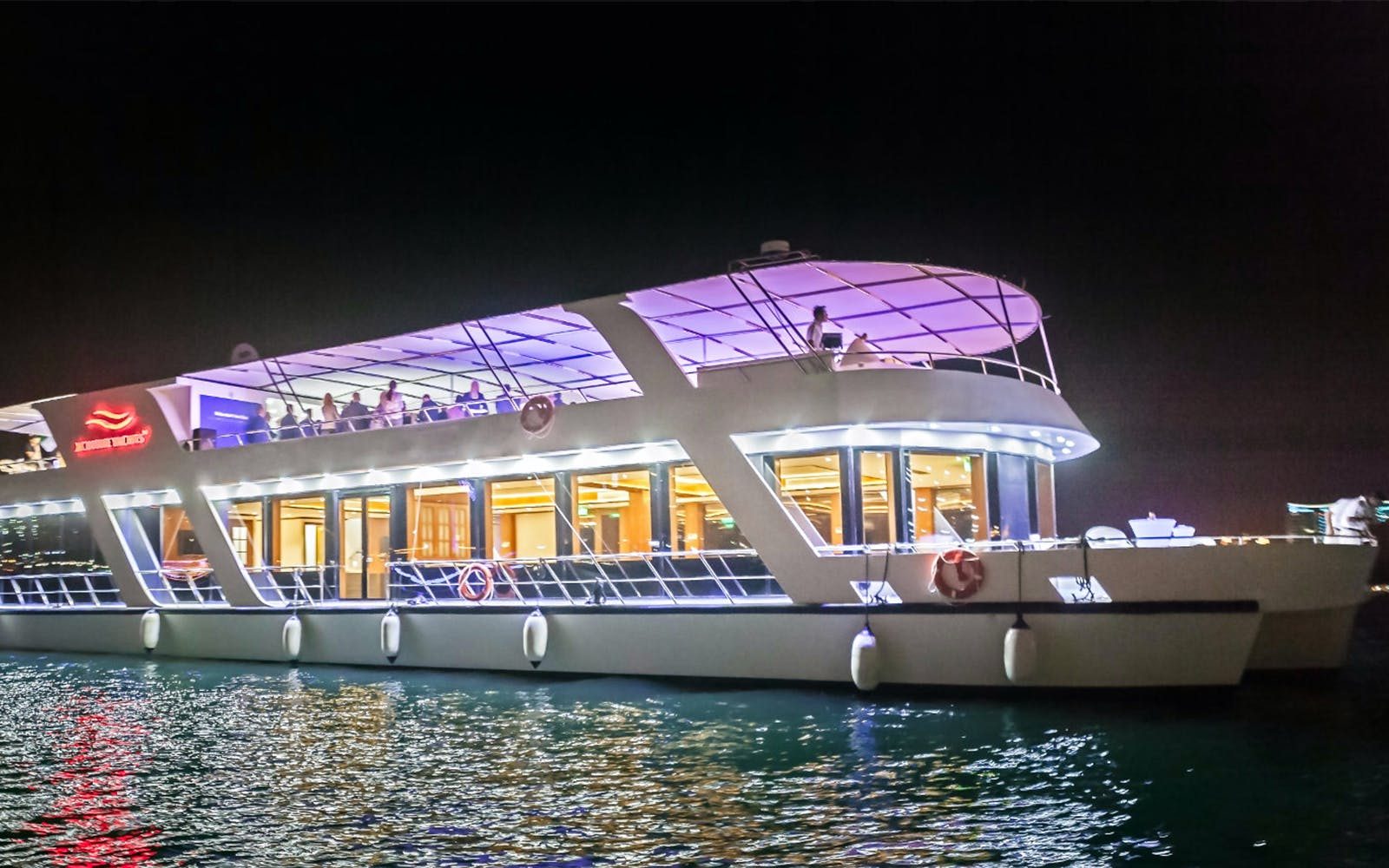 Dinner Cruise: 5 Star Dubai Marina Dinner Cruise with live Saxophonist