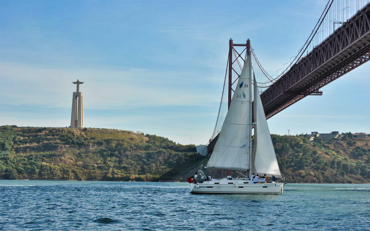 lisbon private romantic sailing cruise-1