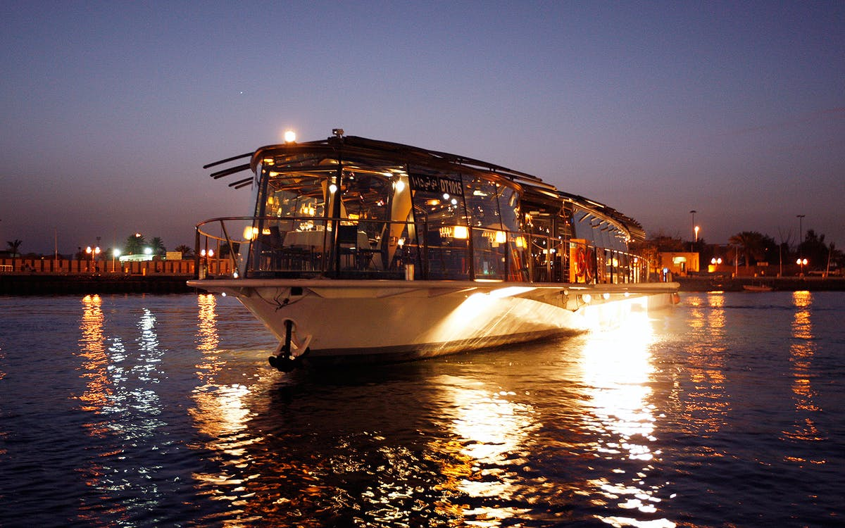 bateaux dubai dinner creek cruise with free drink-1