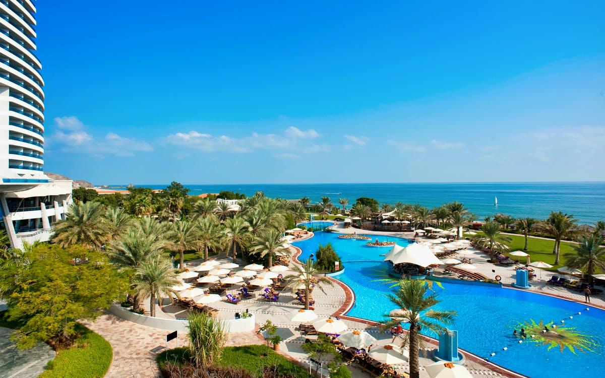 beach and pool day pass at le meridien al aqah-1