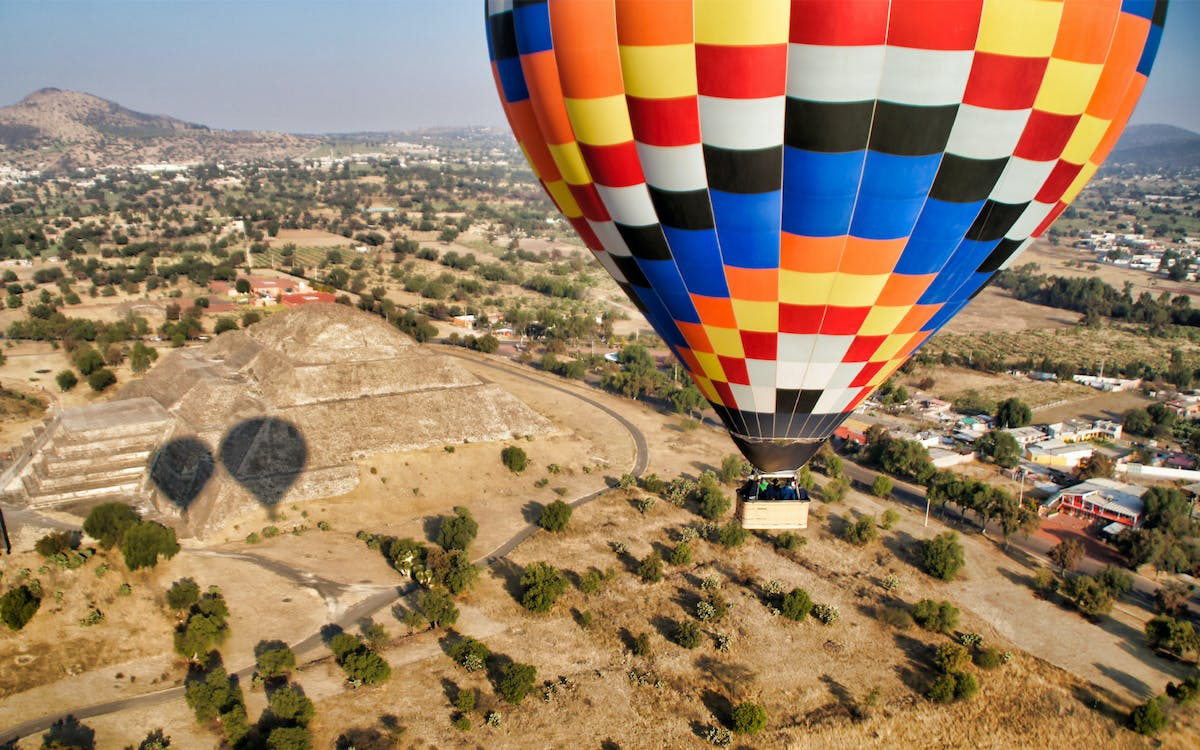 teotihuacan hot air balloon flight & breakfast from mexico city-1