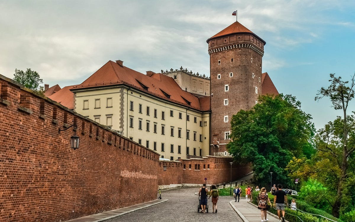 wawel castle and wawel hill audioguide tour-0