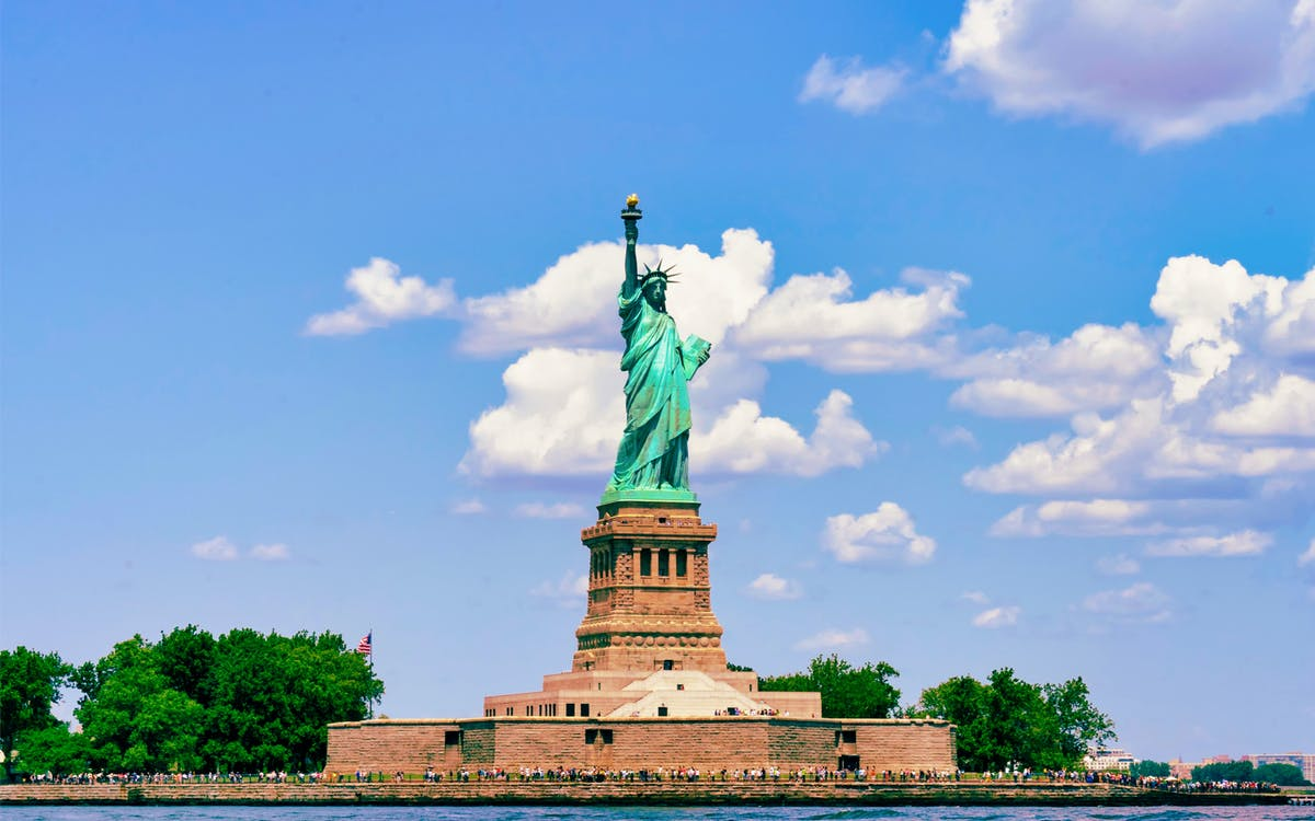 guided tour of statue of liberty, 9/11 memorial & wall street-1