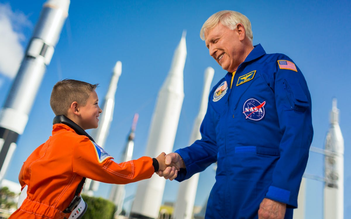 dine with an astronaut at kennedy space center-1