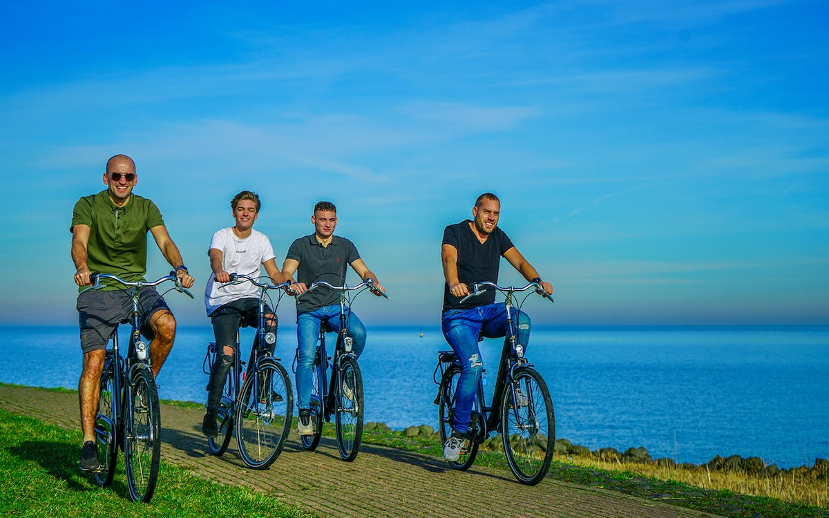 volendam - bike rental with countryside route suggestions-0