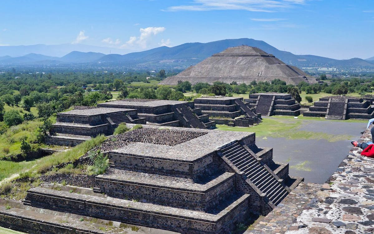 private tour: teotihuacan and guadalupe shrine-1