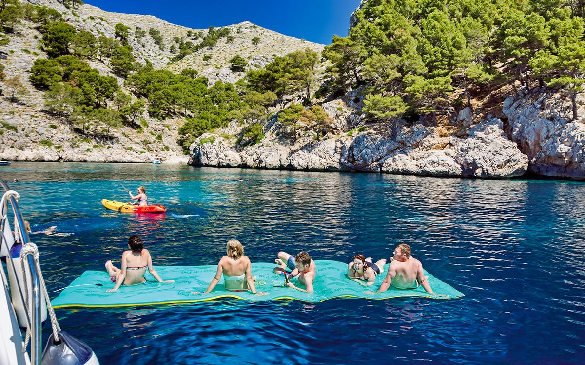 small group boat tour in alcudia with food and drinks-0
