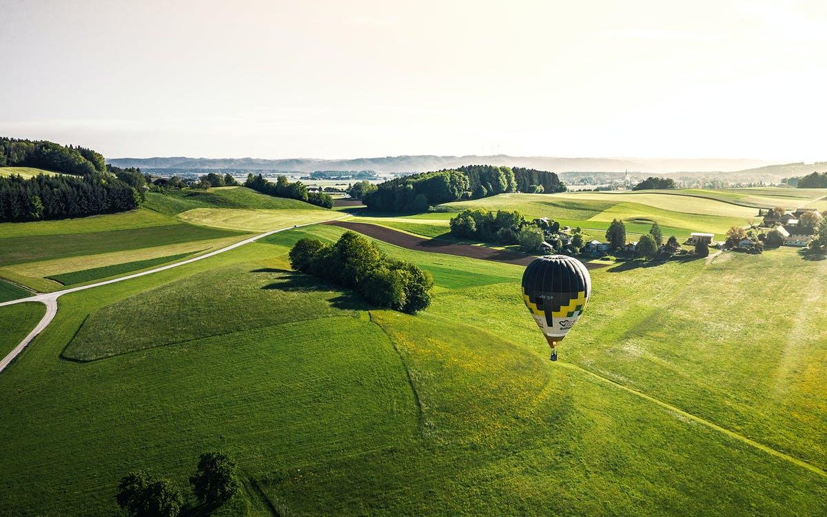 hot-air balloon adventure and tour in prague-0