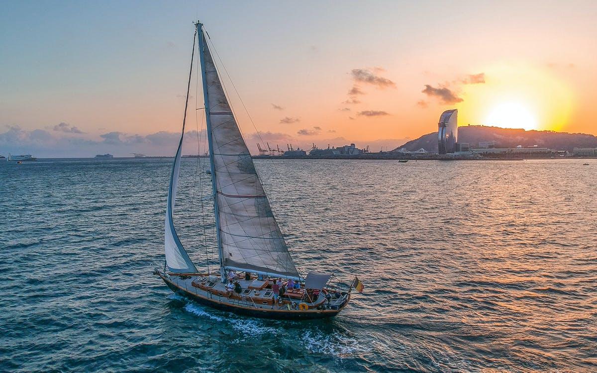 sunset sailing in barcelona-0