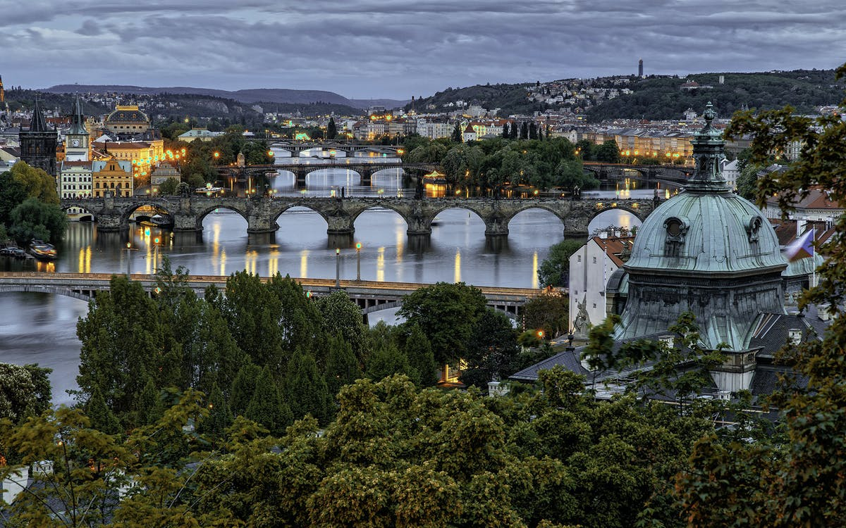 sightseeing tour of prague with photoshoot for romantic couples, family & friend-0