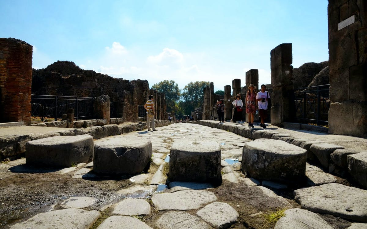 audioguide service for pompeii-0