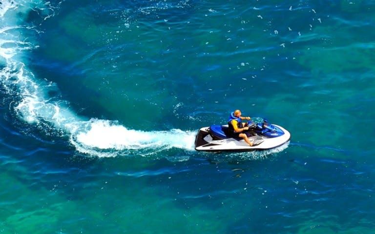 beaches-in-dubai-palm-jumeirah-jet-ski