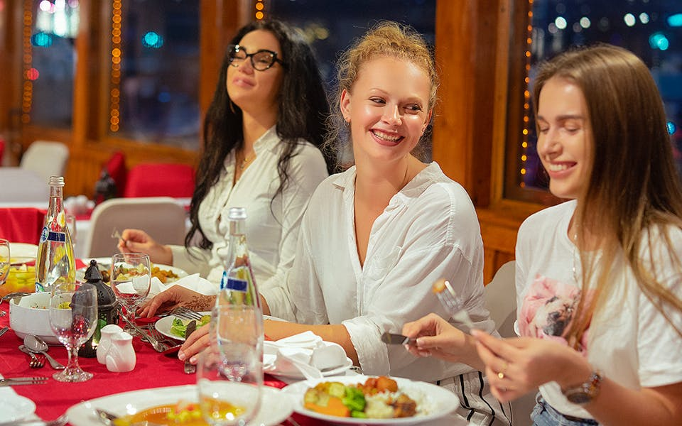 dhow dinner cruise with live entertainment in dubai creek-0