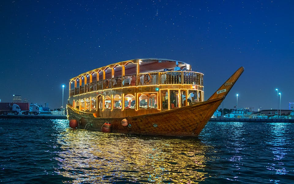 dhow dinner cruise with live entertainment in dubai creek-1