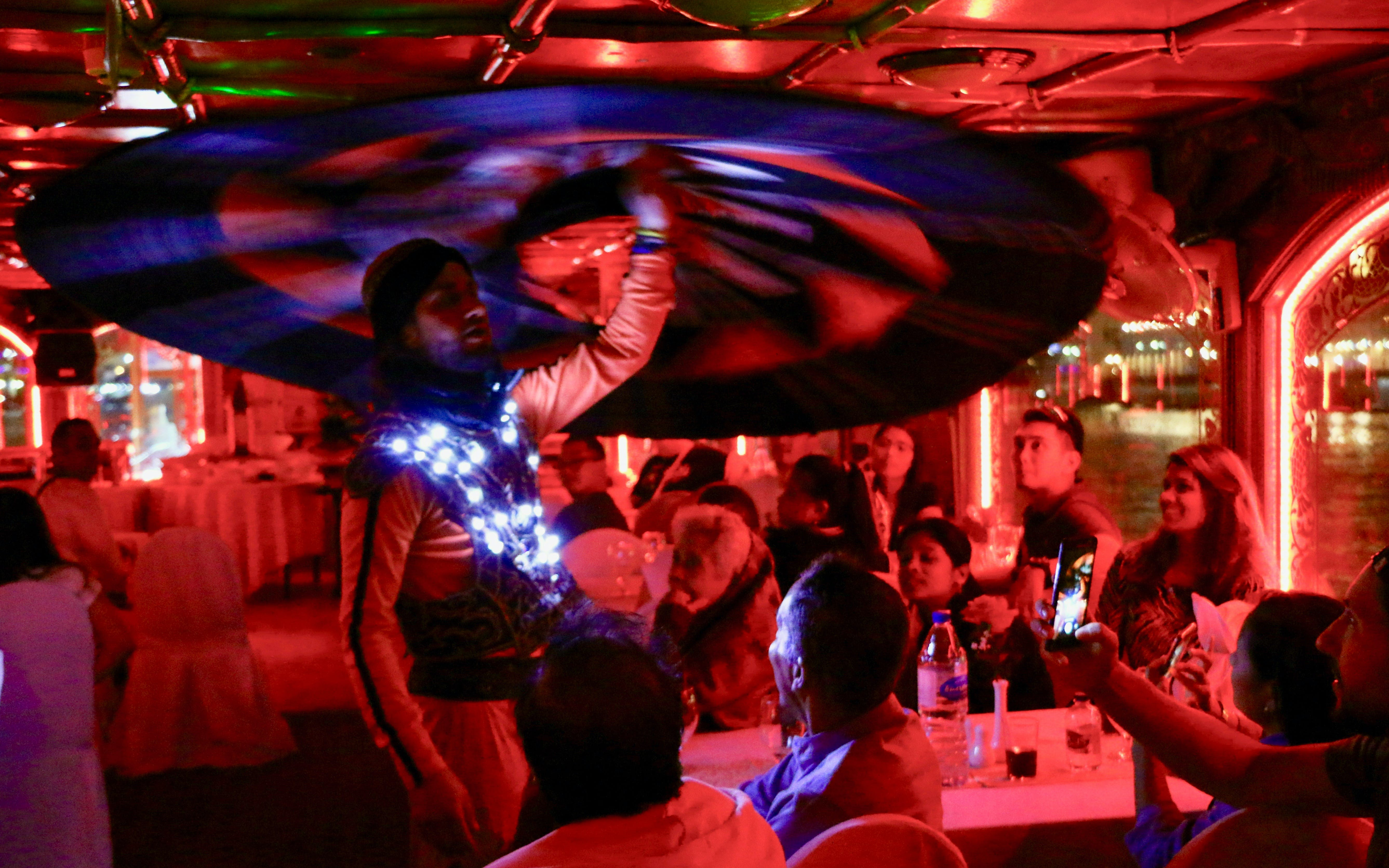 dhow dinner cruise with live entertainment in dubai creek-3