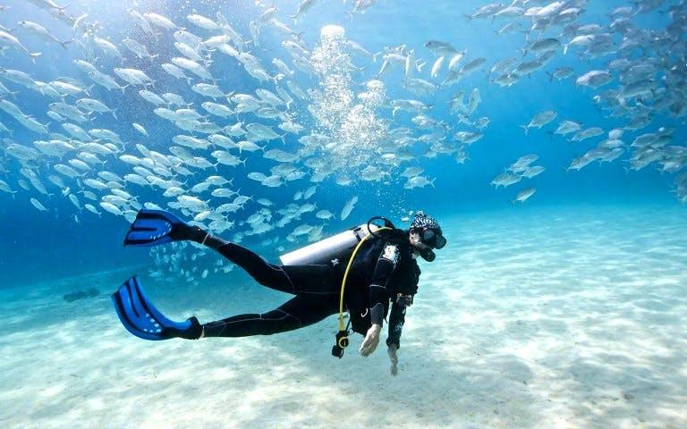 beaches-in-dubai-scuba-diving-course
