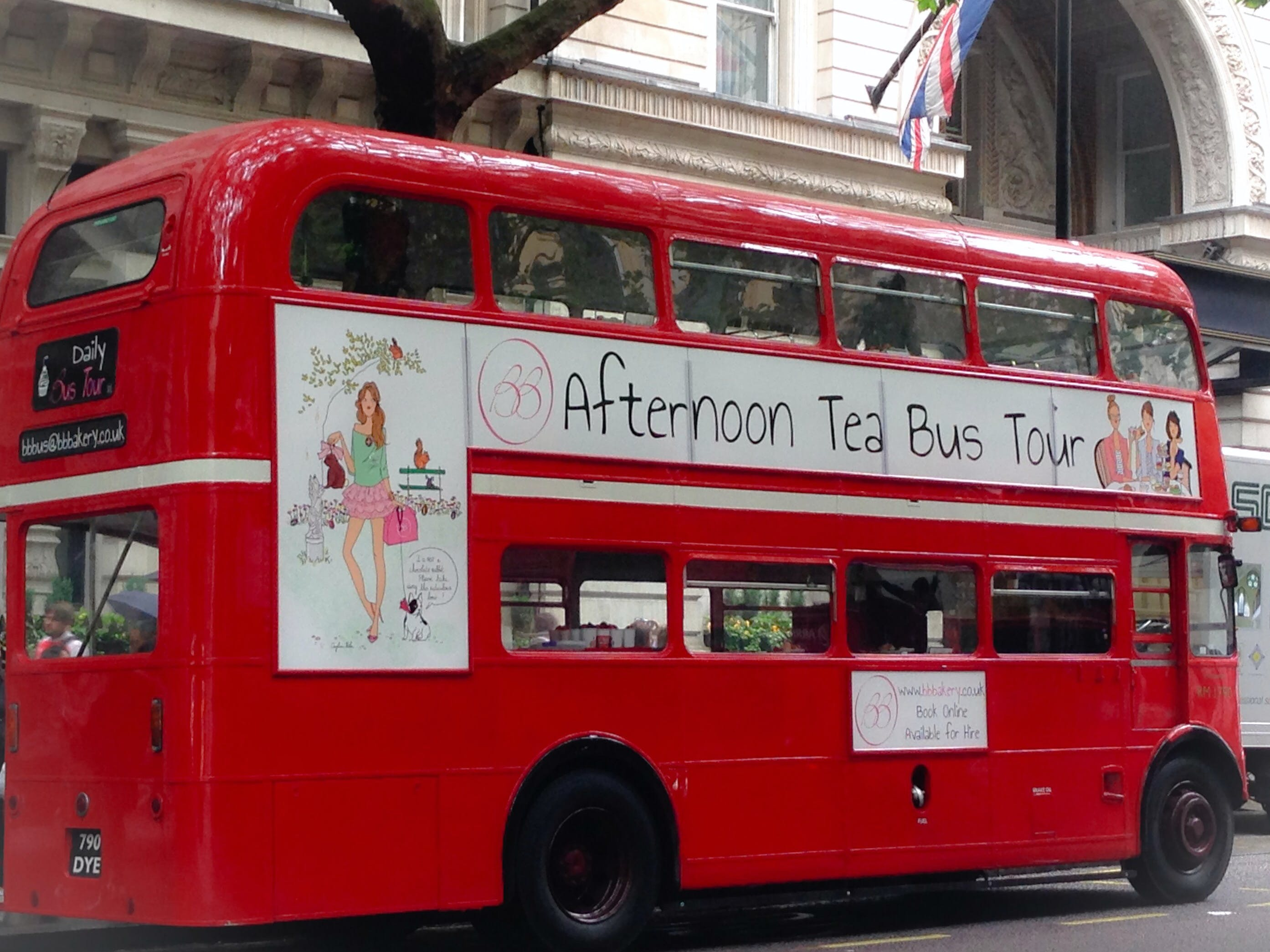 vintage open top bus tour with champagne tea on river thames-1