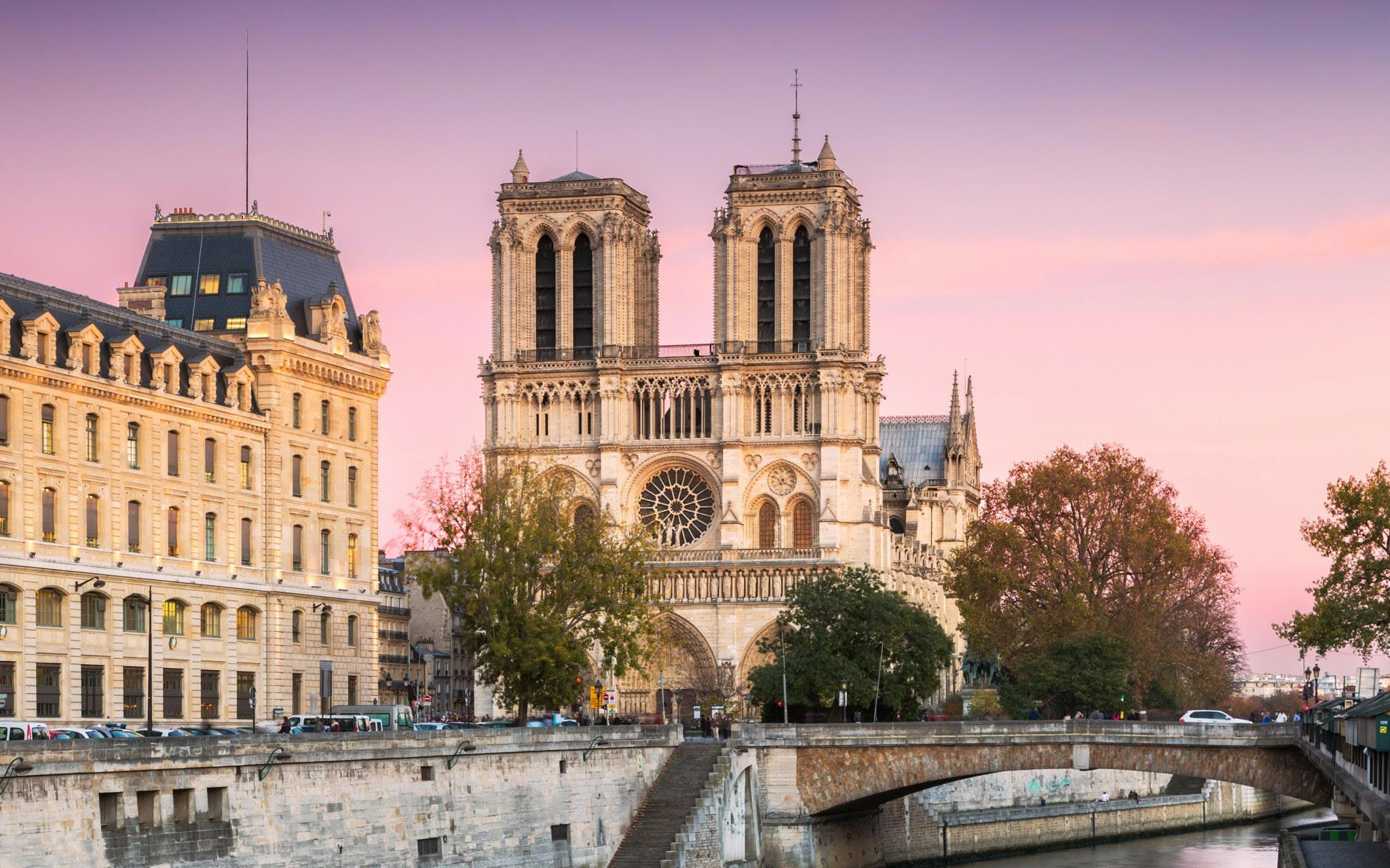 Notre Dame Cathedral Tour & Sainte-Chapelle Tickets